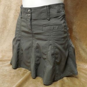 H&M Olive Green Pleated Mini Skirt Size 4
